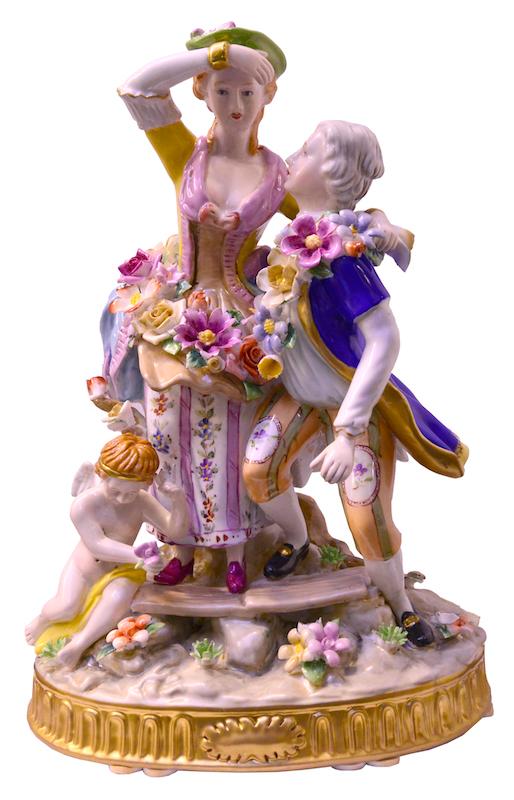 289_unidos-por-una-guirnalda_figura-de-porcelana_32x23x15_dsc6266
